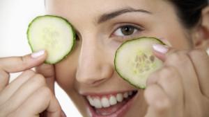 премахване на грим с краставица