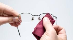 почистване на очилата